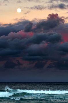 Moonrise Surfing by Martin Zariquiey  (Website)