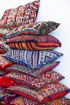 Splendid nice bohemian throw pillows – we love the colorful medley of fabrics and textures… The post nice bohemian throw pillows – we love the colorful medley of fabrics and texture… appeared first on 99 Decor . Moroccan Interiors, Moroccan Decor, Moroccan Style, Moroccan Garden, Moroccan Bedroom, Moroccan Lanterns, Bohemian Decor, Boho Chic, Bohemian Patio