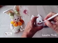 Diy how to make a easter bunny tutorial come realizzare un coniglietto i. Easter Dyi, Easter Crafts, Easter Bunny, Holiday Crafts, Sewing Stuffed Animals, Shabby Chic Christmas, Holidays And Events, Sewing Projects, Creations
