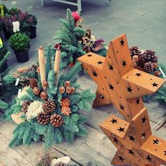 Ausstellung zu Allerheiligen bei Blumen Küllenberg Christmas Wreaths, Gift Wrapping, Holiday Decor, Gifts, Home Decor, All Saints Day, Floral, Christmas Swags, Paper Wrapping