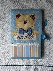Capa de caderneta de vacina Baby Applique, Embroidery Applique, Scrapbook Albums, Scrapbook Cards, Towel Crafts, Diy Crafts, February Baby, Baby Fabric, Baby Couture