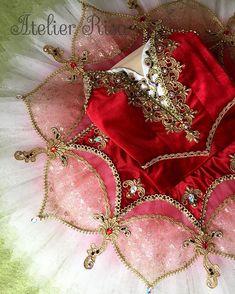 アトリエ RisaさんはInstagramを利用しています:「オーロラact3👑✨ #ballet #princess #aurora #act3#costume #tutu#handmade #バレエ衣裳#バレエ衣装製作 #バレエ衣装オーダー #オーダーメイド#シャンパンゴールド…」