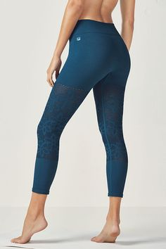 Give your body some breathing room in our lightweight, yet moisture-fighting seamless tights with pretty perforated detailing at the knee.
