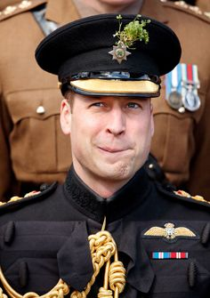 Prince William, Duke of Cambridge poses for a regimental photograph as he attends the Battalion Irish Guards St Patrick's Day Parade at Cavalry Barracks on March 2019 in Hounslow, England. Get premium, high resolution news photos at Getty Images Princess Katherine, Princess Kate, Kate And Harry, St Patricks Day Parade, Diana Williams, Elisabeth Ii, Prince William And Catherine, British Royal Families, Duke Of Cambridge