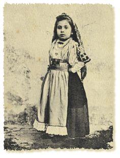 Bitti, abito tradizionale bambina, Sardegna costumi e cultura di un popolo.