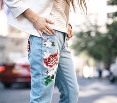 Floral embroidery slim jeans casual boyfit fit.