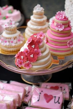Wedding Cake Cookies Decor Ideas ★ wedding cake cookies stacked with white and pink glaze decorated with flowers angela swan photography Cookies Roses, Cookies Cupcake, Pink Cookies, Fancy Cookies, Cute Cookies, Royal Icing Cookies, Sugar Cookies, Cookies Et Biscuits, Cookie Cakes