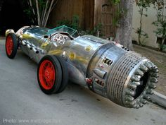Crazy one-of-a-kind rocket car made by Baron Margo. View more of his amazing vehicles here: http://www.baronmargo.com/vehicles1.html