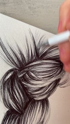 Free Hair Drawing Guide: how to sketch a braid in 3 simple steps with a ball-point pen – bun hairstyles easy Realistic Hair Drawing, Guy Drawing, Drawing Tips, Drawing Skills, Braid Drawing, Girl Hair Drawing, Profile Drawing, Male Figure Drawing, Female Drawing