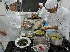 SOCIAIS CULTURAIS E ETC.  BOANERGES GONÇALVES: Alunos de Gastronomia produzem quitutes especiais ... Chefs, Max Planck, Schoolgirl, You Are Special, Gastronomia