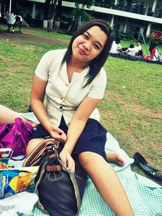 hangin' out in our university :) sight-seeing some cute college dudes .. hahahaha. one of our hobbies during break. lol
