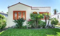 Romantic Spanish-Colonial Bungalow In The Heart of Elysian Valley Open This Weekend Spanish Revival Home, Spanish Style Homes, Spanish House, Spanish Colonial, Bungalow Exterior, Stucco Exterior, Exterior Design, Best Exterior Paint, Exterior Paint Colors