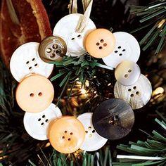DIY Christmas ornaments: Button Wreath ornament