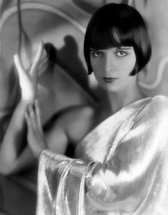 Louise Brooks in a Silver Single-Sleeve Dress - Authentic Style Inspiration - Photos Louise Brooks, Ronald Colman, Silent Film Stars, Movie Stars, Vintage Glamour, Vintage Beauty, Vintage Hollywood, Classic Hollywood, Hollywood Divas