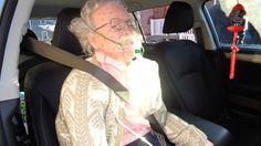 شرطة نيويورك تحطم سيارة تجمدت مسنة داخلها.. فيديو والصور