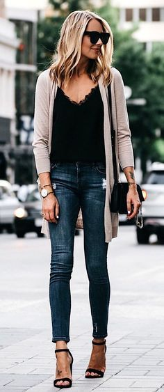 #fall #outfits women's brown cardigan and faded blue skinny jeans #cardiganoutfit #cardiganfall