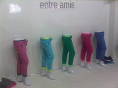 for a colorful living-entre amis