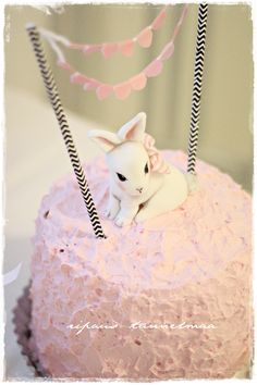 Omia pikku projekteja. Kirpputorilöytöjä ja niiden tuunausta. Sisustusta ja vauva-arkea. Pretty Cakes, Fondant, Birthday Cake, Party, Desserts, Food, Beautiful Cakes, Tailgate Desserts, Deserts