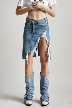 Denim Fashion, Look Fashion, Fashion Beauty, Fashion Design, Vetement Hippie Chic, Short Skirts, Mini Skirts, Moda Jeans, Mode Hippie
