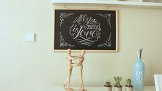 Aprenda a fazer aqueles desenhos incríveis e várias dicas para decorar sua casa com lousa. Você não precisa saber desenhar para fazer esses letterings incríveis!