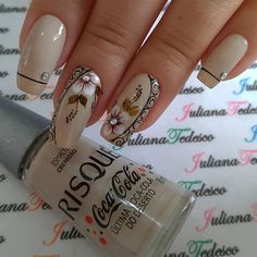 Image may contain: one or more people Elegant Nail Art, Beautiful Nail Art, Gorgeous Nails, Acrylic Nail Designs, Nail Art Designs, Acrylic Nails, Natural Nail Art, Romantic Nails, Spring Nail Art