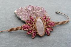 handmade macrame stone bracelet with rose quartz cabochon and adjustable size