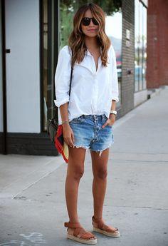 Julie Sarinana demuestra que llevar un look 'trendy' también es cuestión de actitud.
