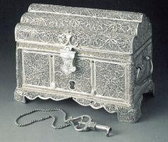 Small box  India, mid-17th century  Material: silver  Technique: filigree