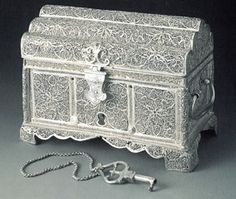 Small box  India, mid-17th century  Material: silver  Technique: filigree