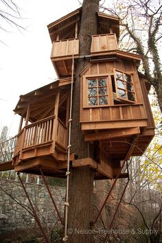 Treehouse Masters' Pete Nelson: 5 Things Every Beginning Builder Must Know A Bird's Tree House With Balconies And Windows.You Must Be Kidding, Right? Nelson Treehouse And Supply: Portfolio of Residential Treehouses Tree House Masters, Cool Tree Houses, Tree House Designs, Backyard Play, Tree Tops, Little Houses, Play Houses, Dog Houses, Cabana