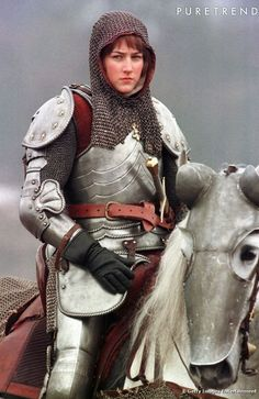 Actress Leelee Sobieski playing Joan of Arc in the Alliance-Atlantis production about the century French heroine, prepares to lead her troops into battle during filming near Prague in the Czech. Get premium, high resolution news photos at Getty Images Female Armor, Female Knight, Lady Knight, Female Soldier, Jeanne D'arc, Armadura Medieval, Warrior Girl, Warrior Princess, Warrior Women