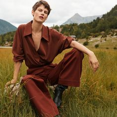 Mango Committed unveils its fourth capsule collection of sustainable fabrics for the fall-winter 2018 season. The new campaign stars Dutch model Saskia de Brauw… Moda Mango, Mango Outlet, Mode Editorials, Mango Fashion, Coton Bio, Sustainable Fashion, Sustainable Fabrics, Editorial Fashion, Supermodels