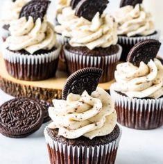 Oreo Cupcakes Cookies and Cream Cupcakes #oreos #cookiesandcream #chocolate #cupcakes #cake Oreo Cake Pops, Oreo Cupcakes, Chocolate Cupcakes Filled, Baking Cupcakes, Gourmet Cupcakes, Strawberry Cupcakes, Velvet Cupcakes, Easter Cupcakes, Flower Cupcakes