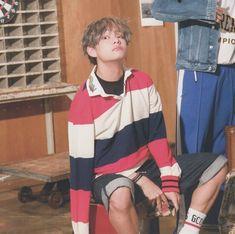 """Dna taehyung pls comeback home😔✋🏻"" Daegu, Gyu, Taehyung Photoshoot, Korean Boy Bands, Most Handsome Men, My Escape, V Taehyung, K Idols, Hoseok"
