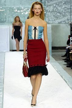 She was seen at the 2004 VMA's wearing this Louis Vuitton dress and many called it the peak of her style transformation.