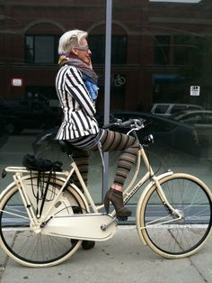 Silver hair, bike, and stripes. You'll look fabulous What's this age appropriate stuff? and aging gracefully? Wear what you like . you'll look fabulous! Claudia Arbex, Mode Ab 50, Looks Style, My Style, Lucky Magazine, Cycle Chic, Aged To Perfection, Ageless Beauty, Advanced Style