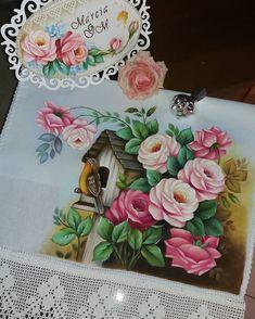 Mais um de passarinho com rosas ! 😍 com tintas @acrilex_oficial #artesemcrocheepintura #artesanato #pinturaemtecido #rosas#croche Fabric Painting, Painting & Drawing, Paint By Number, Diamond Shapes, Decoupage, Stencils, Lily, Drawings, Flowers