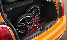 トランク内で Mini Cooper のバッテリーから充電可能