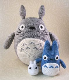 Large Grey, Small Blue and Tiny White Totoro by Lucyravenscar (Angry Angel), via Flickr