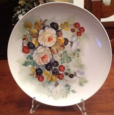 Anna Schiavi pittura su porcellana con la tecnica dell'olio molle. Decoupage, Food Carving, Plate Display, Pintura Country, China Painting, China Patterns, Diy Clay, Vintage China, China Porcelain