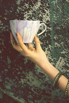Watercolor Mug | 41 Amazing Free People-Inspired DIYs