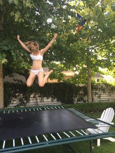 Your morning can be that make-or-break time that sets you up for a good day or a bad day. Here are 11 habits you can establish that will put you on the path of stringing together good Backyard Trampoline, Morning Habits, Muscle Up, Yoga Routine, Trying To Lose Weight, How To Wake Up Early, Healthy Tips, Healthy Habits, Healthy Eating