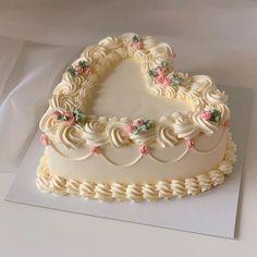 Pretty Birthday Cakes, Pretty Cakes, Beautiful Cakes, Amazing Cakes, Cake Birthday, Rodjendanske Torte, Kreative Desserts, Pastel Cakes, Decoration Patisserie