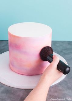 Definitely want to try this watercolor cake effect!