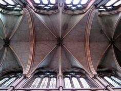 Cathedrale Saint Jean Lyon ceiling over nave - Нервюра — Википедия