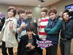 Infinite! Look how cute Dongwoo is! <3