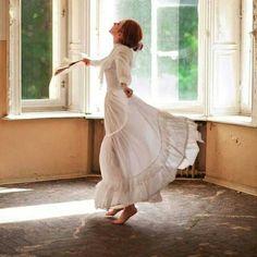 dancing //