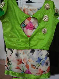 If you are looking for new & latest saree blouse design ideas for your party, fancy, silk or any other sarees, you've come to the right place. Hand Work Blouse Design, Simple Blouse Designs, Stylish Blouse Design, Trendy Sarees, Fancy Sarees, Stylish Sarees, Saree Blouse Neck Designs, Designer Blouse Patterns, Muslim
