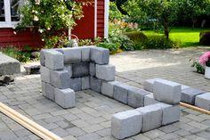Kubbemurgrillen er ganske enkelt bygget opp av kubbemurblokker, som ble limt sammen, som en ringmur. Øverst er det murt inn ildfast stein, for å beskytte kubbemuren mot overoppheting.