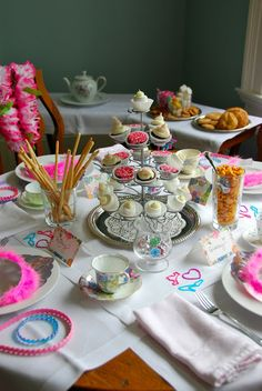 Host the perfect tea party for Valentine's Day! Here are a few secrets to the perfect table top!